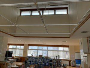 小学校の突き出し窓修理