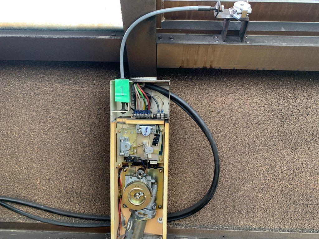 電動突き上げ窓修理工事1